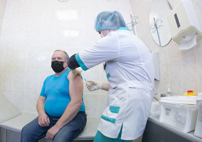 Миниатюра для: Эффективность вакцины «Спутник V» оказалась ниже заявленной ранее