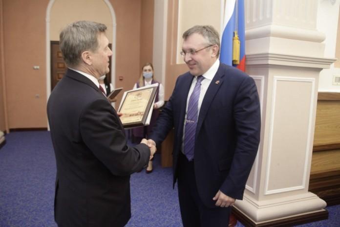Миниатюра для: Мэрия вручила грамоты и благодарности лучшим застройщикам Новосибирска