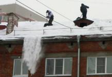 Уборка снега с крыш в Новосибирске