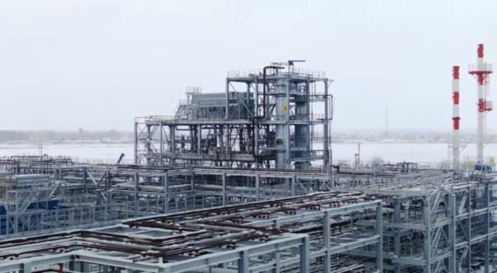Миниатюра для: Новосибирские нефтепереработчики и требовавший их банкротства Сбербанк заключили мировое соглашение