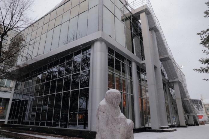 Миниатюра для: Здание Park cafe в Первомайском сквере Новосибирска устояло в суде