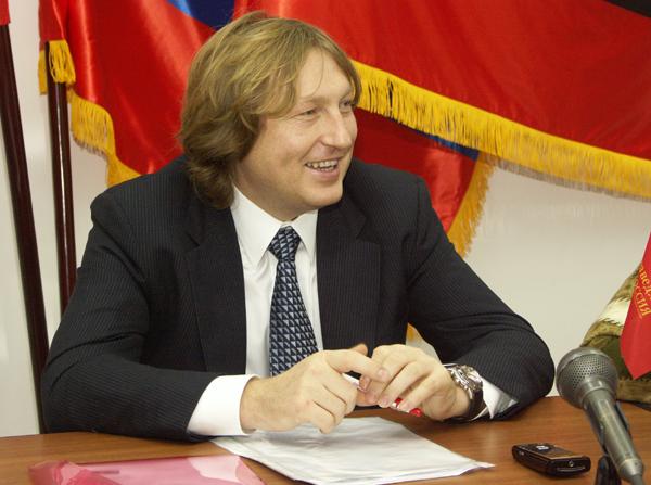 Миниатюра для: Объявленный в розыск курский депутат обвинил омского губернатора в неправомерных действиях