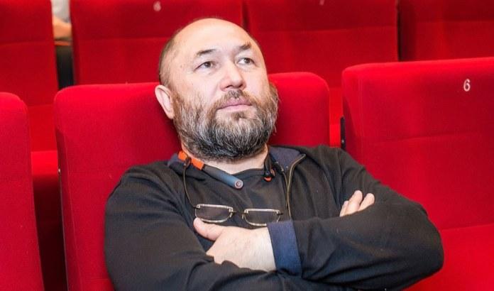 Миниатюра для: Новосибирцы почти час прождали режиссёра Бекмамбетова в кинотеатре «Победа»
