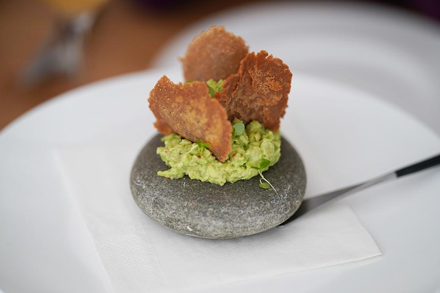 Гуакамоле с аджикой и гречневыми чипсами Ресторан Salt