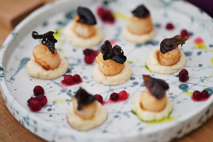 десерт в ресторане Salt Гребешки с пюре из корня сельдерея, грибами и зеленым маслом