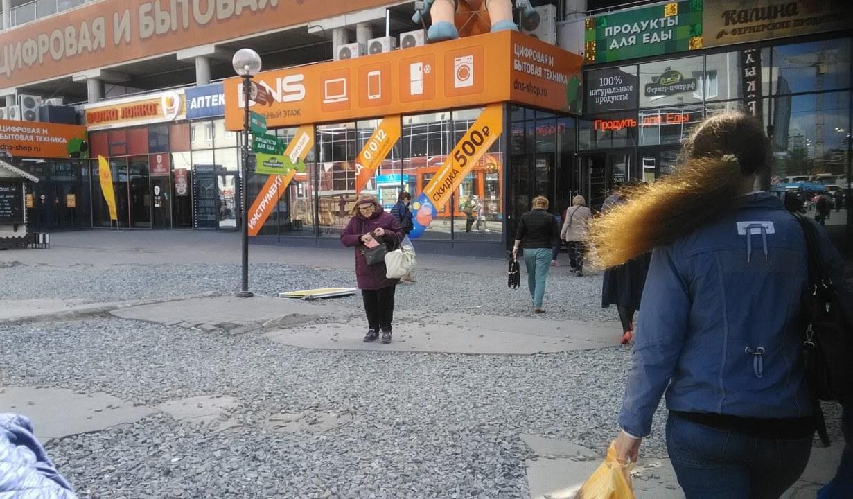 """""""Вопиющее неуважение к пешеходам"""": новосибирцы пожаловались на стройку на площади Маркса - Изображение"""