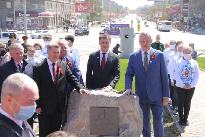 Миниатюра для: Первый камень стелы «Город трудовой доблести» установили в Новосибирске