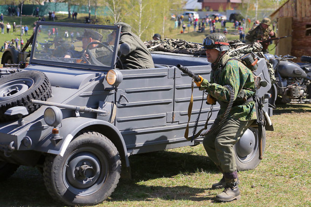 ФОТОБАНК. Реконструкция подвига артиллериста из Новосибирска в боях за Псков