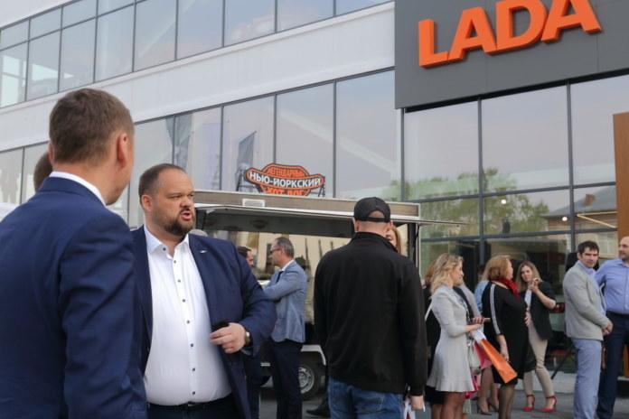Миниатюра для: В Новосибирске открыли еще один дилерский центр LADA