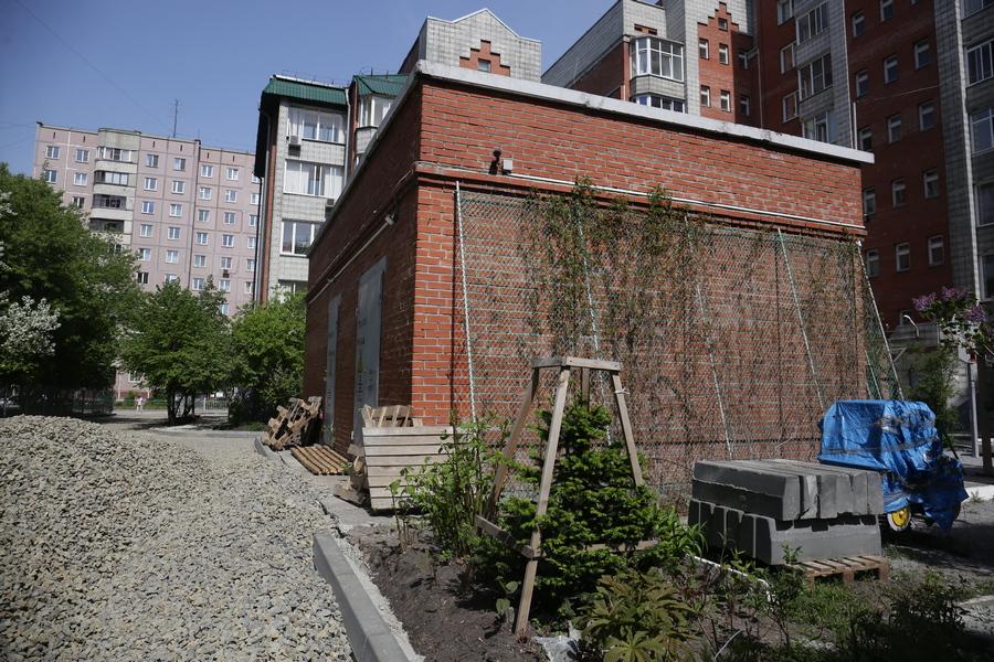 Двор на улице Толстого