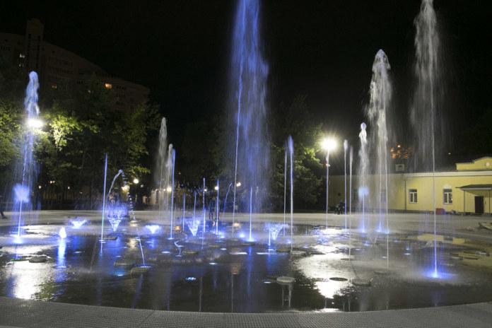 Миниатюра для: Светомузыкальный фонтан заработал в Центральном парке Новосибирска
