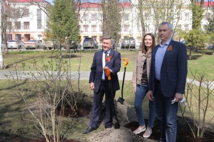 Миниатюра для: Актриса Ирина Безрукова присоединилась к акции «Сад памяти» в Новосибирске