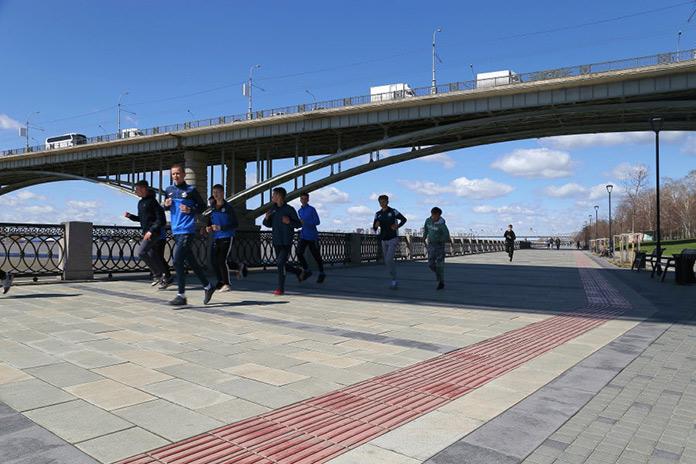 Михайловская набережная в Новосибирске Спортсмены на набережной