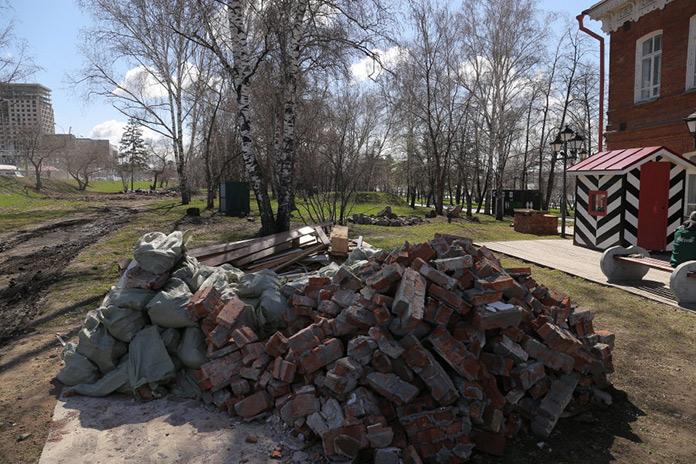Михайловская набережная в Новосибирске Строительный мусор