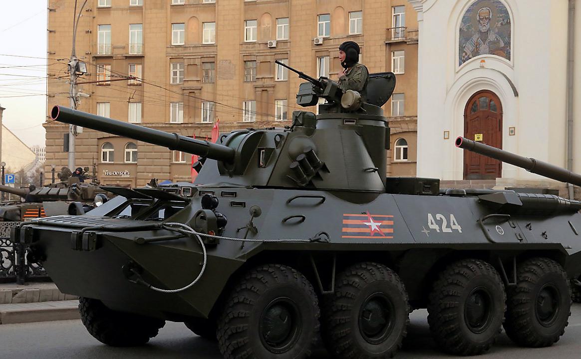 Репетиция Парада Победы БТР воле площади Ленина