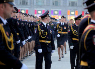 Репетиция Парада Победы зрители за заграждением