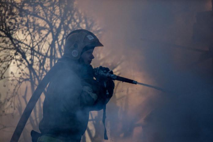 Миниатюра для: Губернатор Андрей Травников призвал бороться с заблуждениями поджигающих траву фермеров