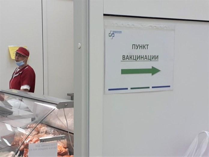 Миниатюра для: Пункт вакцинации от коронавируса открылся на продовольственной ярмарке в Новосибирске