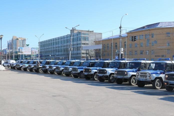 Полицейский ограбил прохожего в Новосибирске