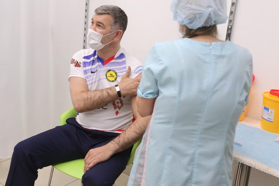 Замглавы минздрава Новосибирской области поставила прививку от коронавируса - Фотография