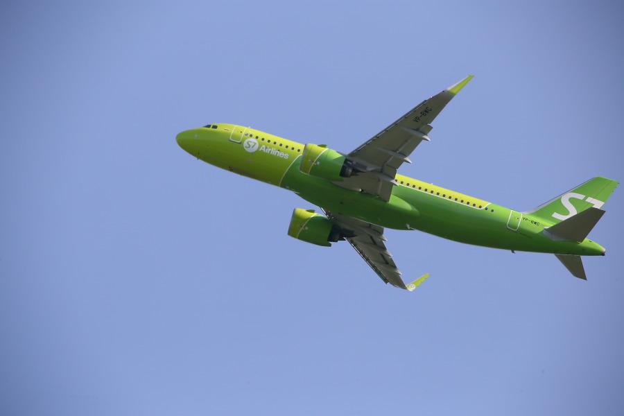 Самолёт S7 Airlines в небе