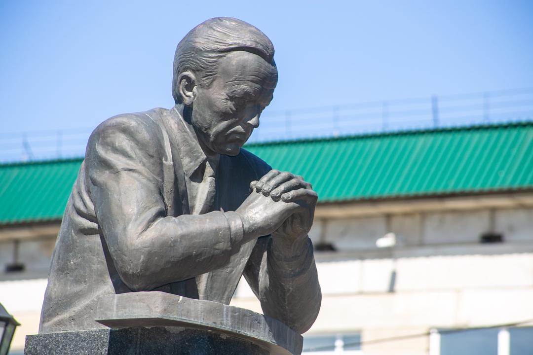 Академгородок памятник Валентину Коптюгу