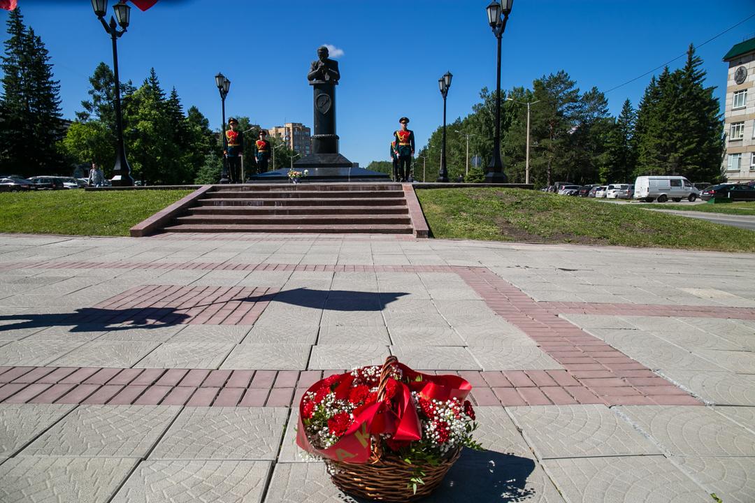 Академгородок памятник