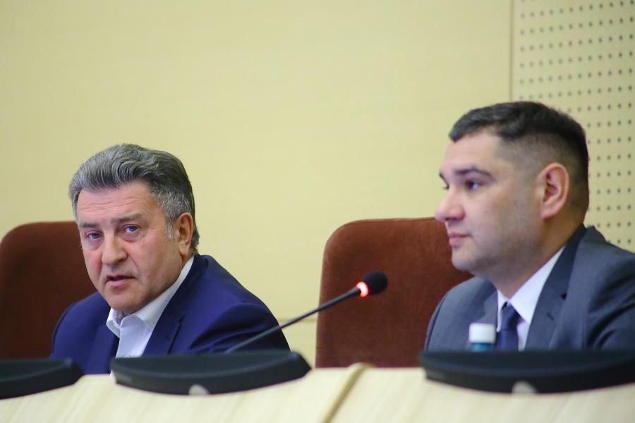 «Новосибирская агломерация и остальные районы области— это совершенно разные цифры»: в Заксобрании прошли слушания по бюджету - Фотография