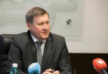 Анатолий Локоть общается с прессой