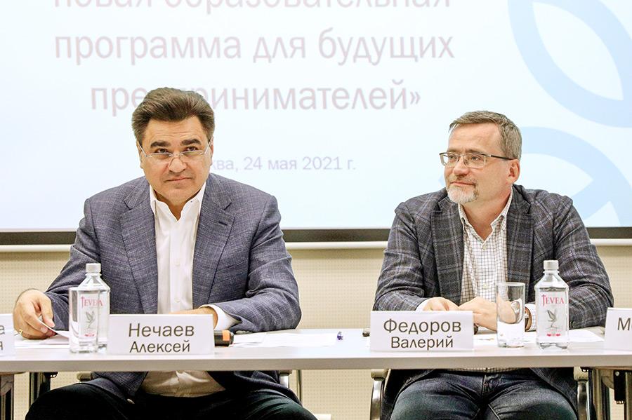 Лидер партии «Новые люди», бизнесмен Алексей Нечаев и гендиректор ВЦИОМ Валерий Федоров