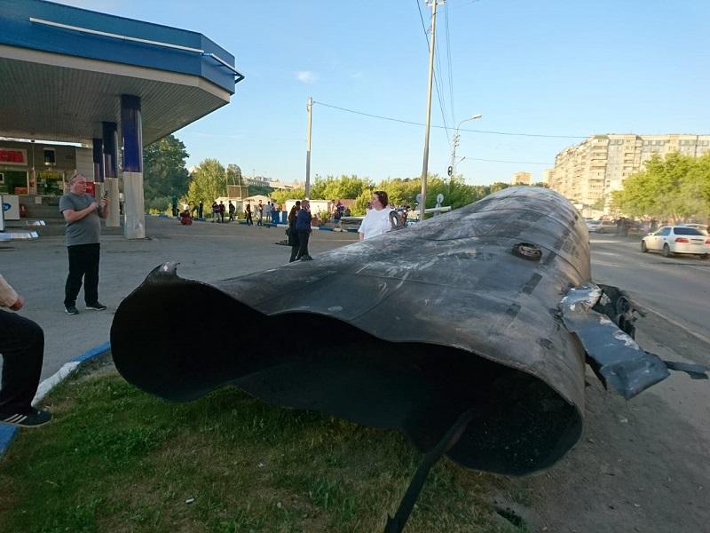 цистерна упала на улицу Лазурная взрыв на АЗГС