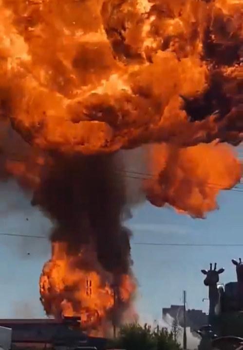 Момент взрыва на заправке в Новосибирске