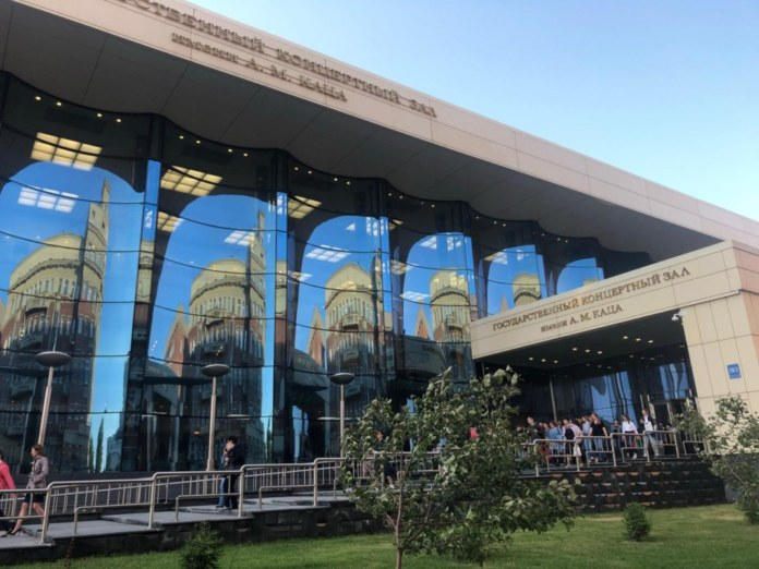 Миниатюра для: У Камерного оркестра Новосибирской филармонии сменится дирижер