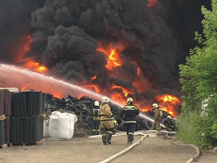 Миниатюра для: Еще один крупный пожар произошел в Новосибирске на территории металлургического завода