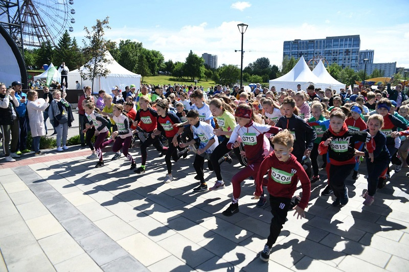 Зеленый марафон Сбера пробежали 3 тысячи новосибирцев - Фотография