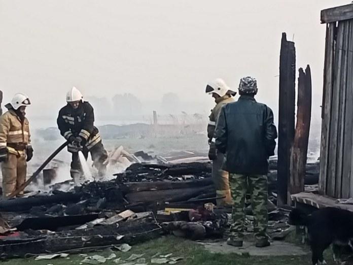 Миниатюра для: Сгоревшую деревню под Омском отстроят за счет средств президента Татарстана
