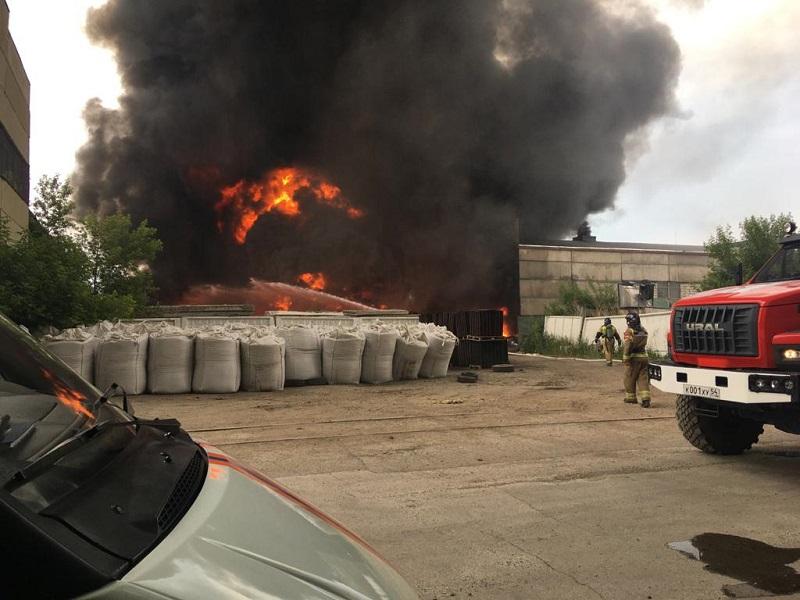 Еще один крупный пожар произошел в Новосибирске на территории металлургического завода - Изображение