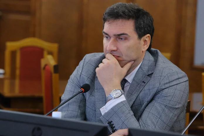 Министр здравоохранения Новосибирской области Константин Хальзов вакцинировался от коронавируса