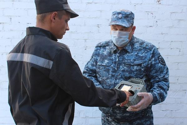 В столовую по отпечаткам пальцев: в исправительных колониях Новосибирской области начали внедрять биометрические системы - Фотография