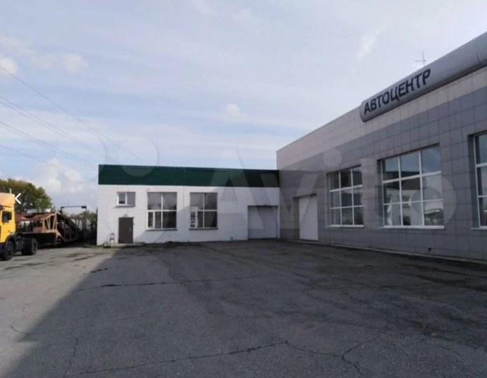 Миниатюра для: В Ленинском районе Новосибирска выставили на продажу автосалон