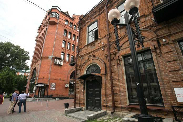 Бывшие дом купца Крюкова и «Сибирский гуманитарный институт»