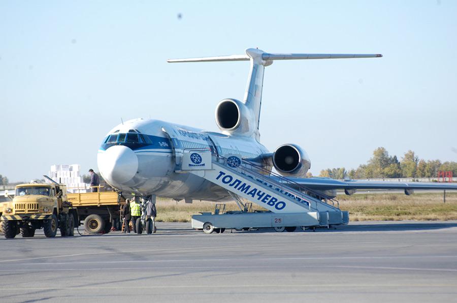 самолёт трап технический транспорт аэропорт Толмачёво