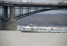 Обь речной трамвай теплоход Октябрьский мост Новосибирск