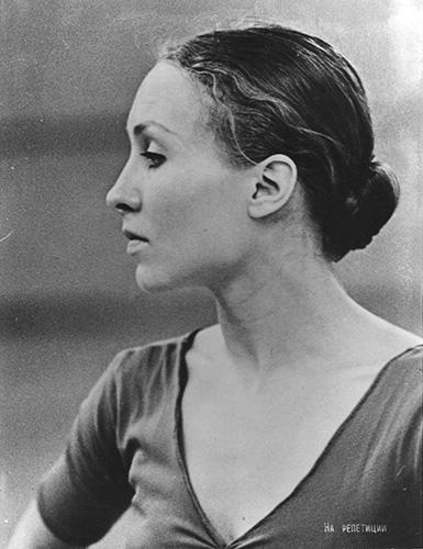 Лариса Матюхина в балетном зале