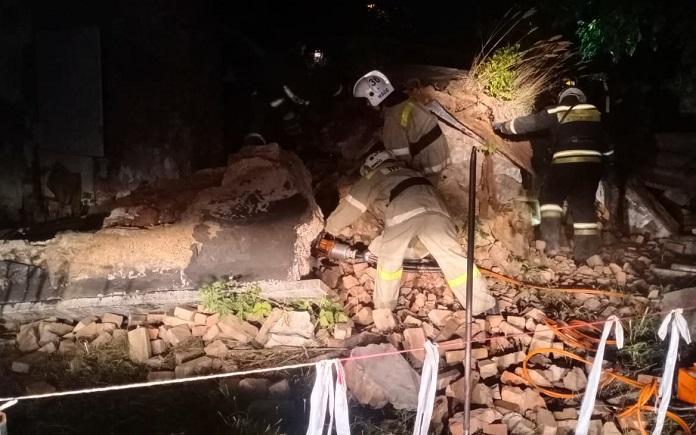 На территории школы №57 в Новосибирске обрушилась стена