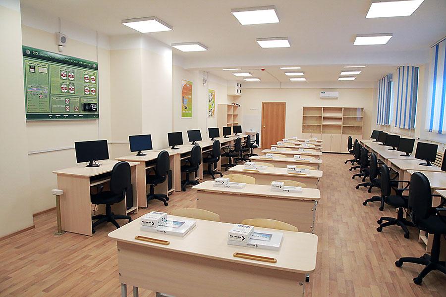 «Единая Россия» вместе с родительским сообществом проверяет готовность школ Новосибирска к новому учебному году - Фотография