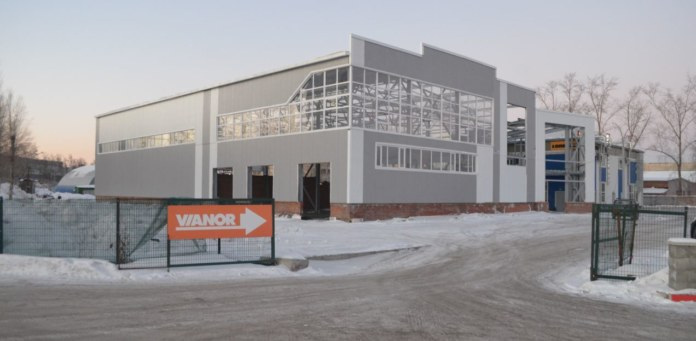 Миниатюра для: В Новосибирске выставлен на продажу недостроенный салон JCB на Станционной