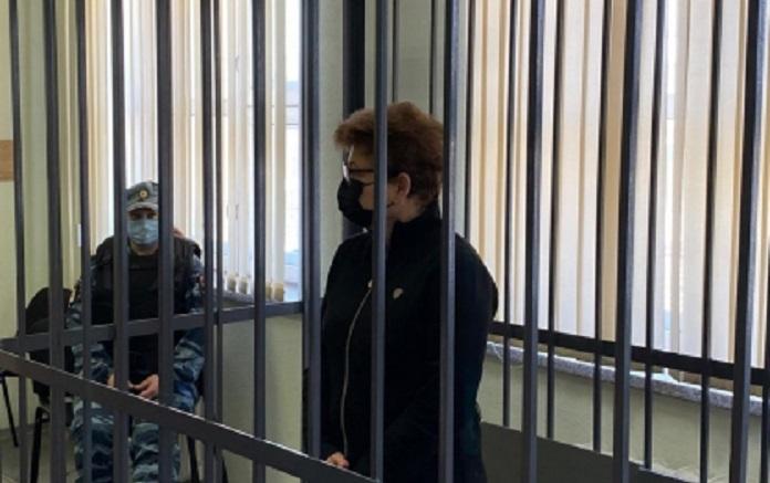 Суд признал виновной в мошенничестве бывшего представителя губернатора Алтайского края в Законодательном собрании Стеллу Штань