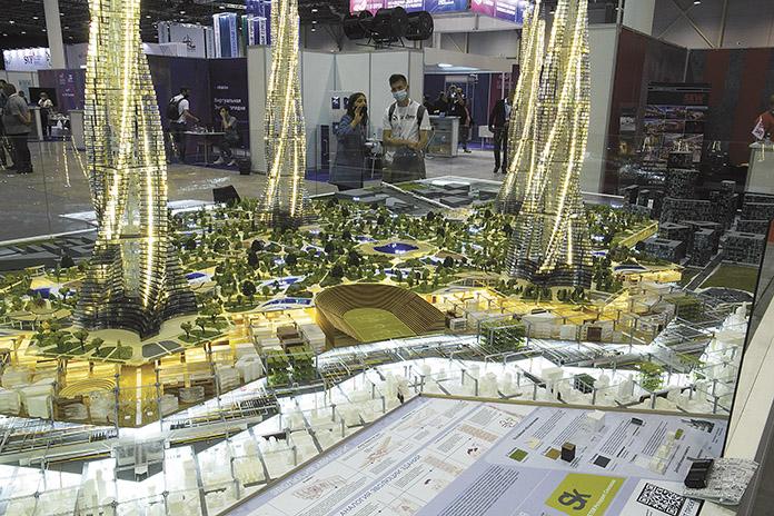 Стенд стартап-проектов WETER и GOROD был одним из самых ярких на «Технопроме». Речь идет о четырехуровневой городской инфраструктуре будущего