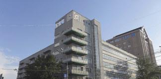 До конца года городские власти пообещали разрешить вопрос с собственниками помещений цокольного и первого этажей Дома с часами